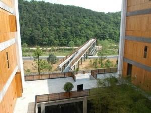 campus beaux arts hangzhou wang shu chine architecture 300x225 Wang Shu devient le premier architecte chinois lauréat du Prix Pritzker