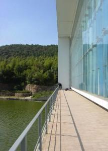 prix pritzker college librairie chine wang shu 215x300 Wang Shu devient le premier architecte chinois lauréat du Prix Pritzker