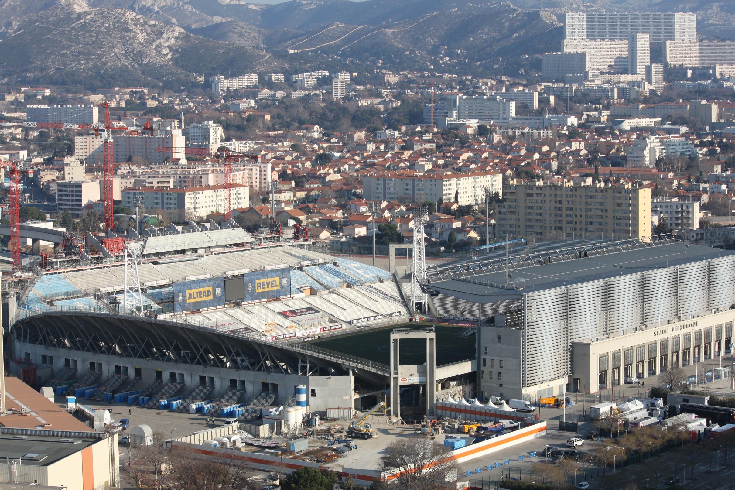stade velodrome agrandissement couverture 2014 Actualités sur le chantier de rénovation et dagrandissement du Stade Vélodrome de Marseille