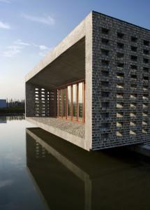 wang shu ceramic maison house Jinhua chine 215x300 Wang Shu devient le premier architecte chinois lauréat du Prix Pritzker