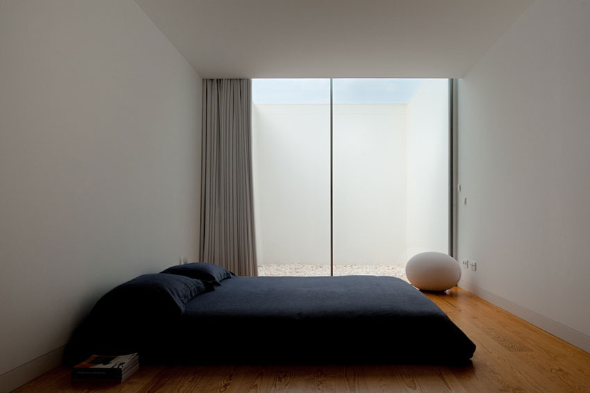 Leiria-House-aires-mateus-maison-blanche-sans-fenetre