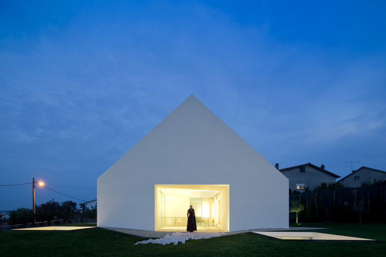 house-in-leiria-by-aires-mateus-portugal
