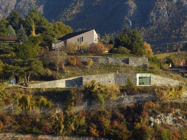 La c l bre villa vals maison troglodyte en suisse for Agence architecture suisse