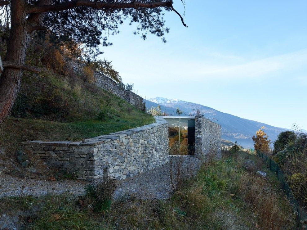 Architecture le concept de la maison ins r e dans la - Maison campagne suisse fovea architects ...