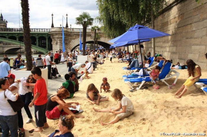 paris plage amenagement bords de seine 700x465 Paris plage : comment sont amenagés les bords de Seine pour lété ?