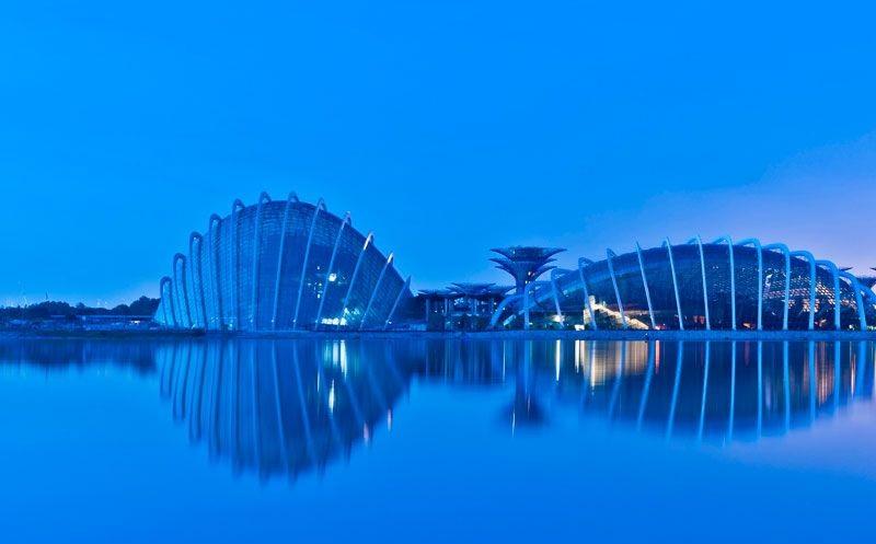 batiment moderne design singapour Les serres écologiques de Singapour élues Bâtiment de lannée 2012