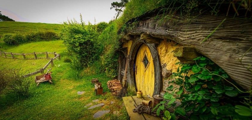 apologie du village hobbit symbole de l 39 architecture bioclimatique. Black Bedroom Furniture Sets. Home Design Ideas