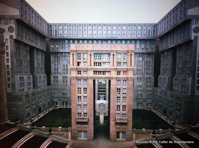 Espaces abraxas noisy le grand ricardo bofill for Architecture noisy le grand