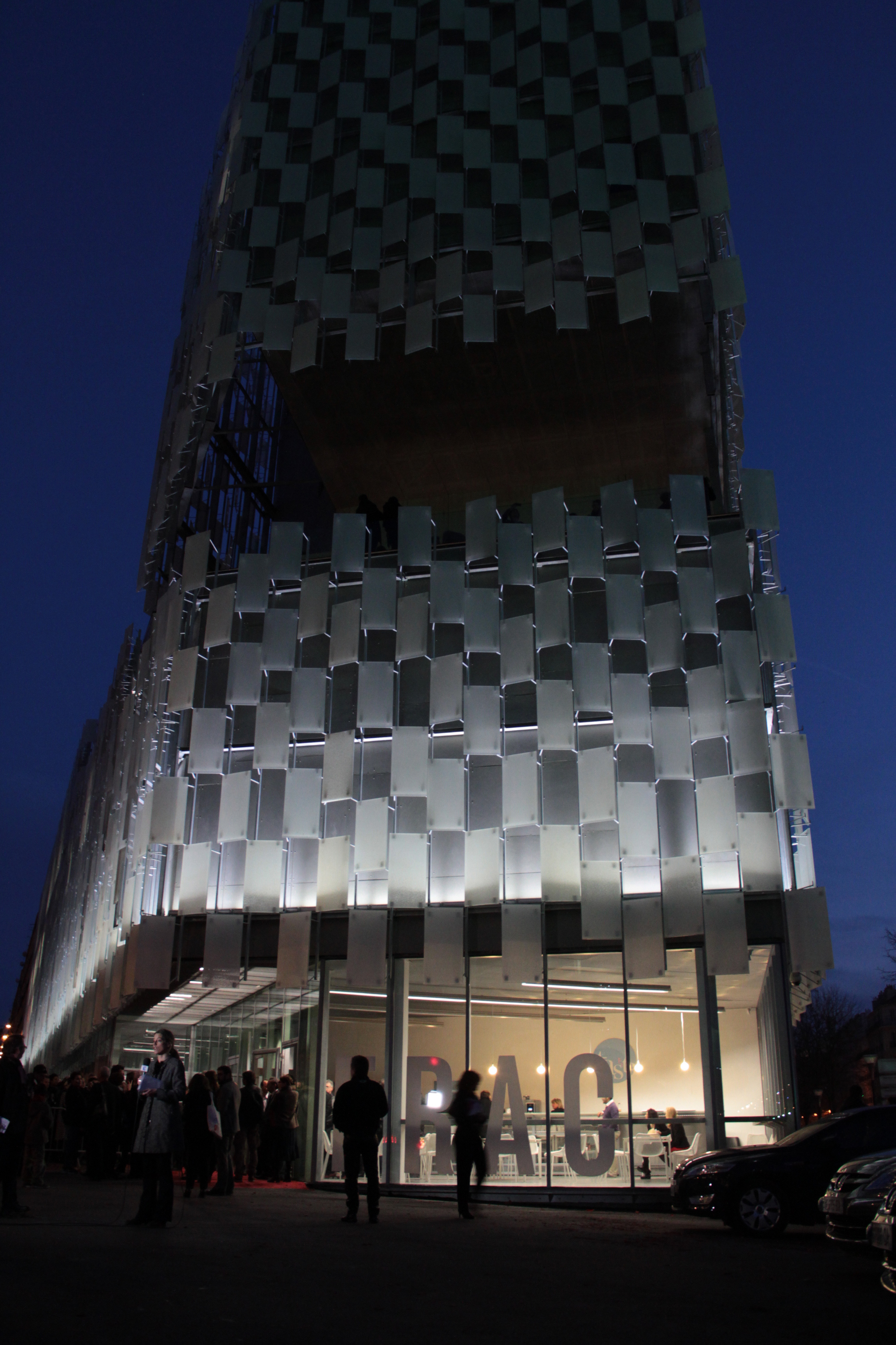 fronton-frac-paca-architecte-kengo-kuma-joliette-marseille