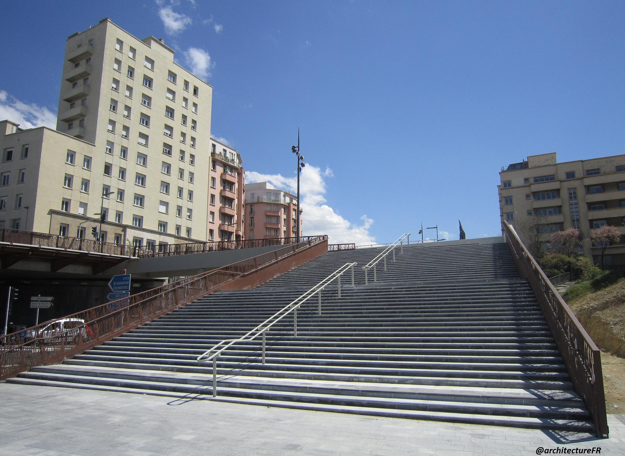 Une nouvelle entr e de ville apais e marseille saint charles for Escalier helicoidale marseille