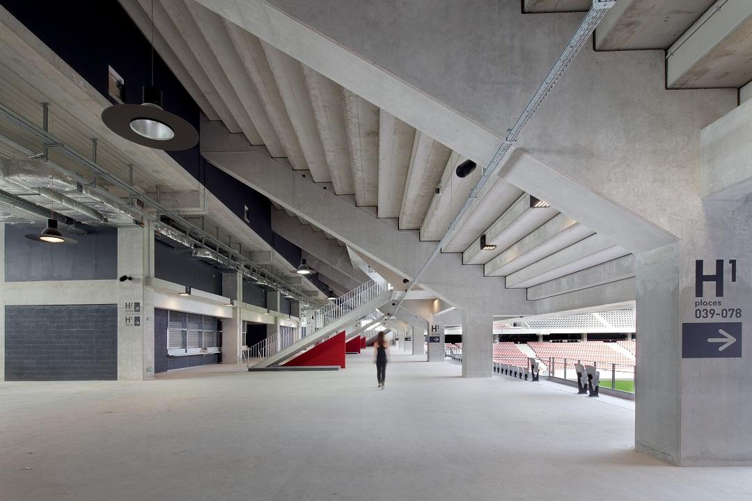 gradin-couloir-stade-allianz-riviera-nice