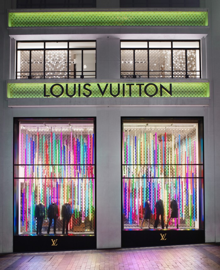 vitrines-LVuitton-Fluo-Champs-Elysées-2006