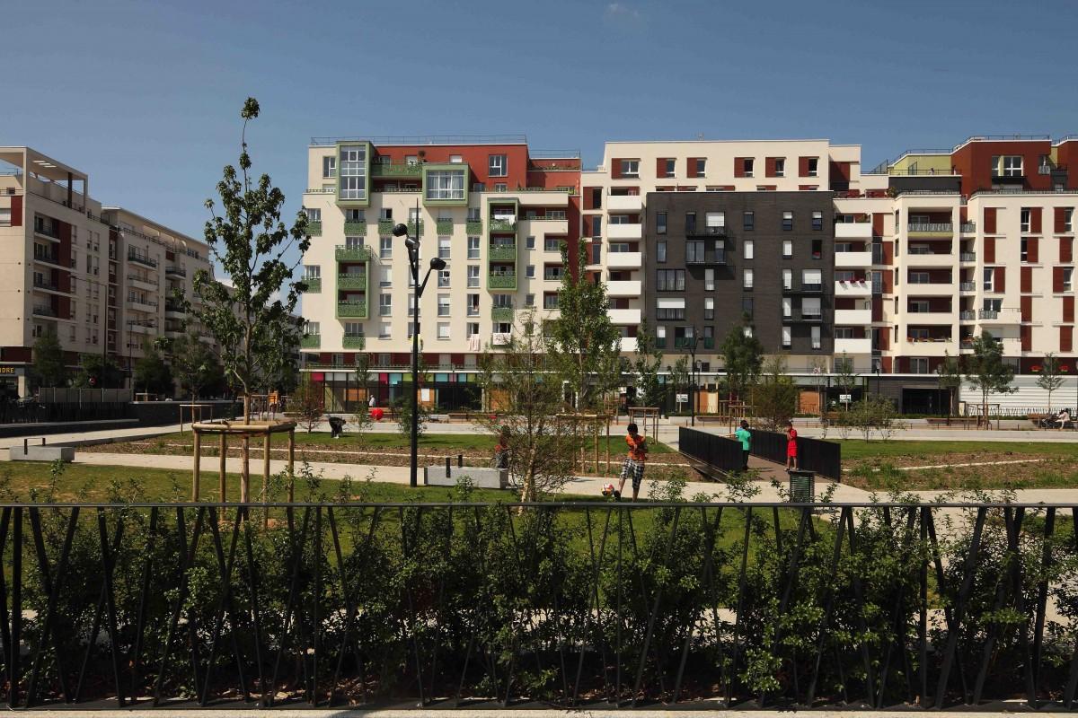 La place du front populaire aubervilliers par ilex - Front de liberation des nains de jardins ...