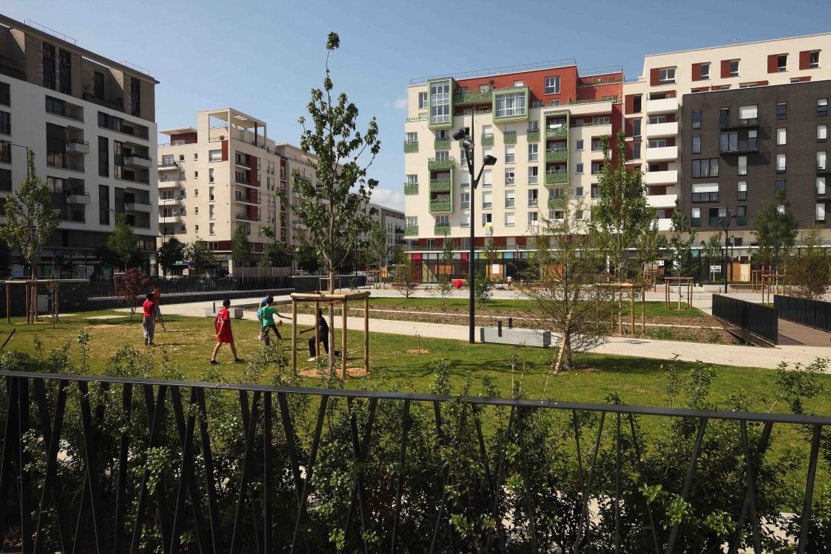 La place du front populaire aubervilliers par ilex paysage urbanisme - Deco jardin rouscht saint denis ...