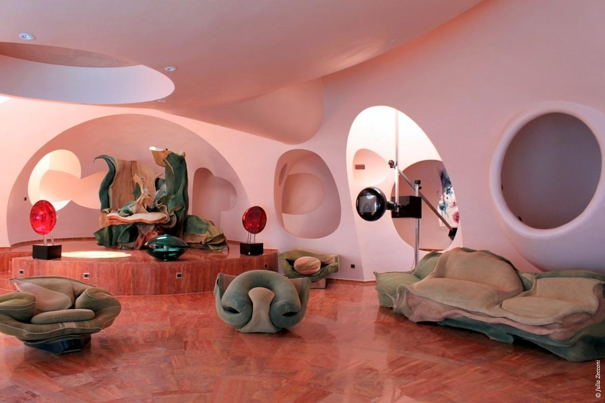visitez le palais bulles de pierre cardin th oules sur mer. Black Bedroom Furniture Sets. Home Design Ideas