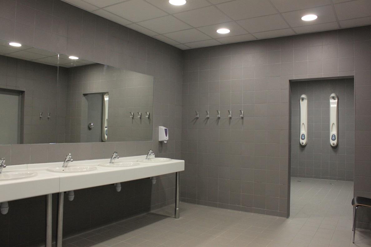 toilette-douche-vestiaire-stade-velodrome