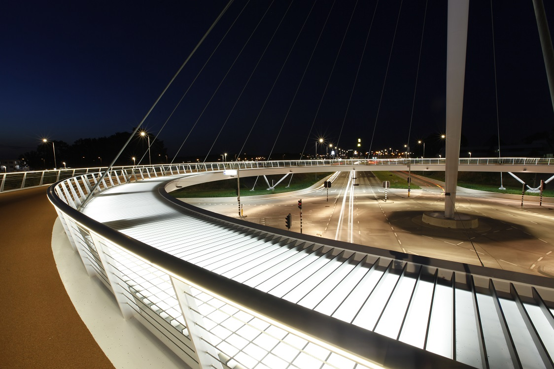 pont-cyclable-Hovenring-pays-bas