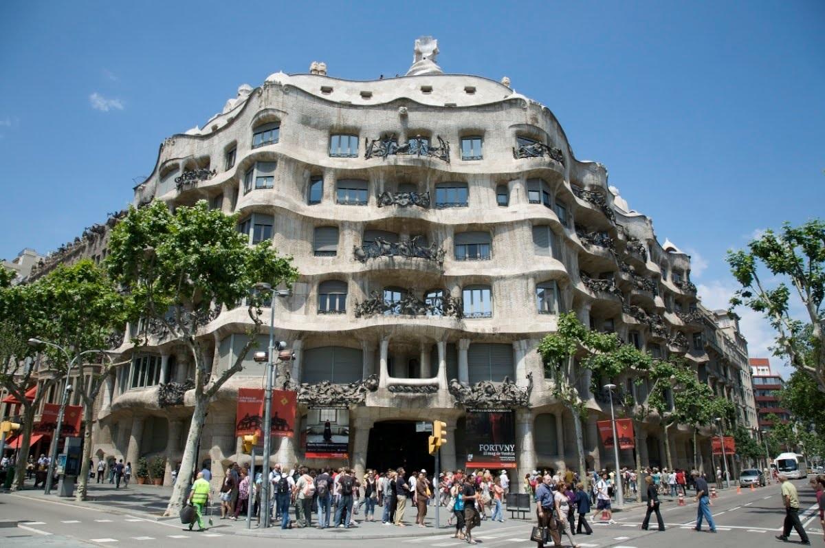 Antoni gaudi sur architecturefr - La maison barcelona ...