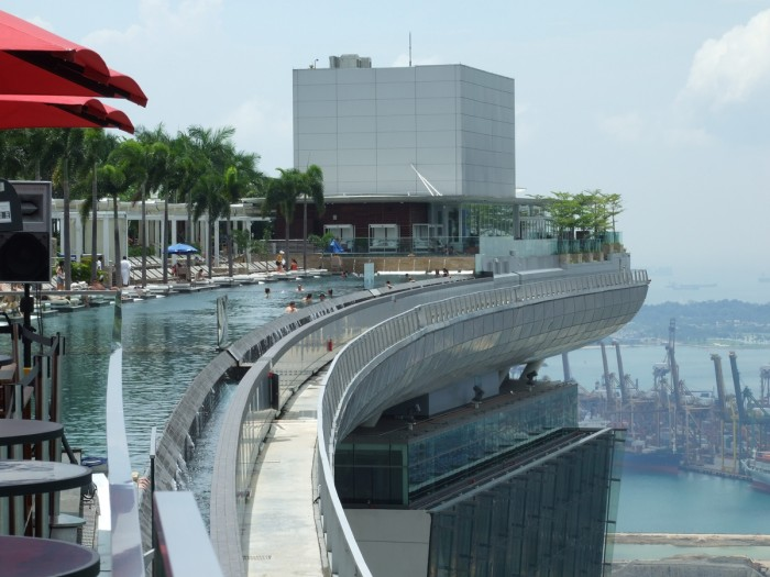 courbe-piscine-marina-bay-sands-singapour
