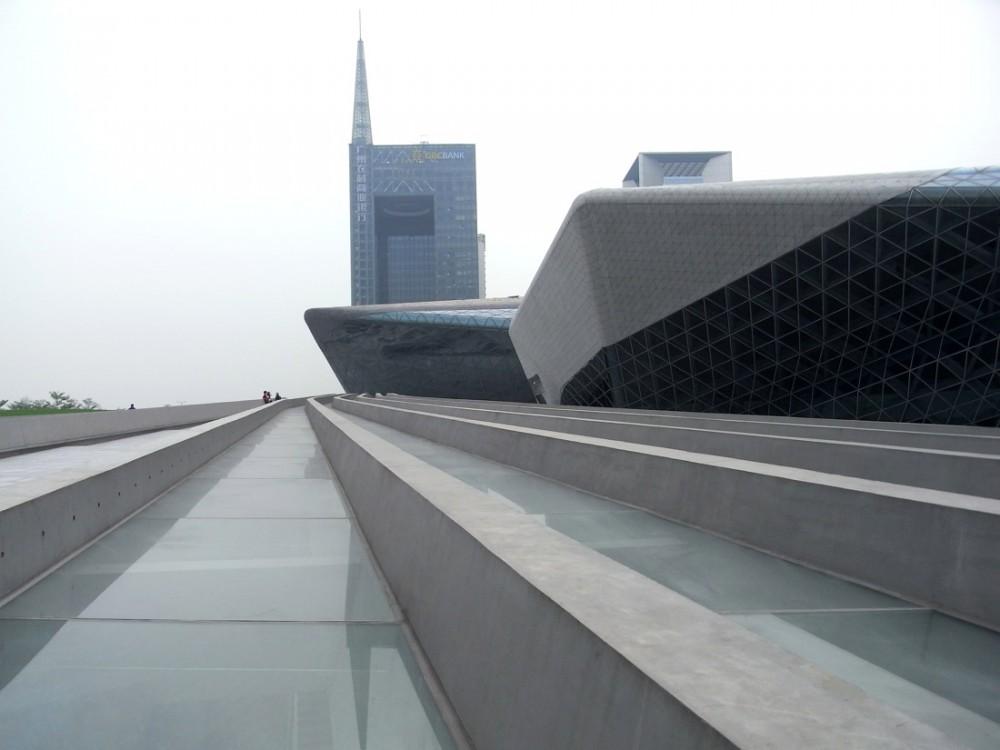 guangzhou opera house Lopéra de Canton en Chine signé Zaha Hadid a ouvert ses portes