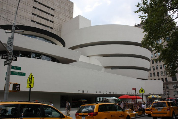 guggenheim new york 700x466 Frank Lloyd Wright