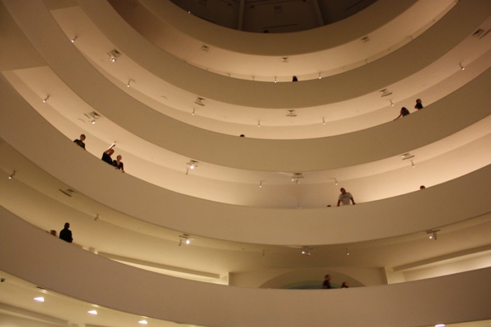 interieur guggenheim new york 700x466 Frank Lloyd Wright