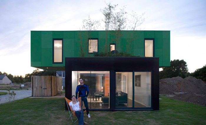 maison container eclairage nuit 700x425 La Crossbox de CG Architectes : maison container