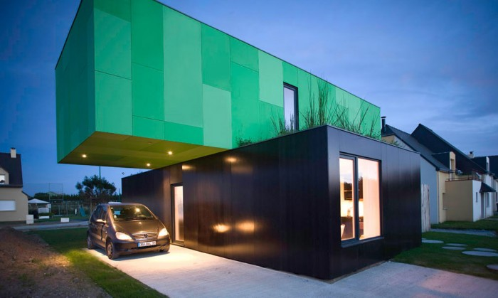 maisoncontainer garage voiture 700x419 La Crossbox de CG Architectes : maison container
