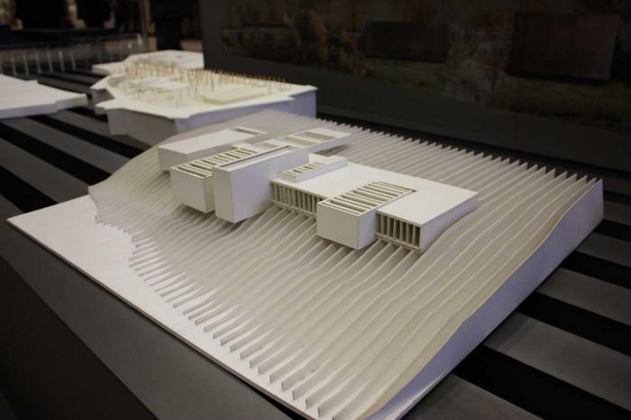 maquette topographie musee soulages rodez RCR architecte 700x466 Lexposition Pierre Soulages à la cite de larchitecture : visite guidée!