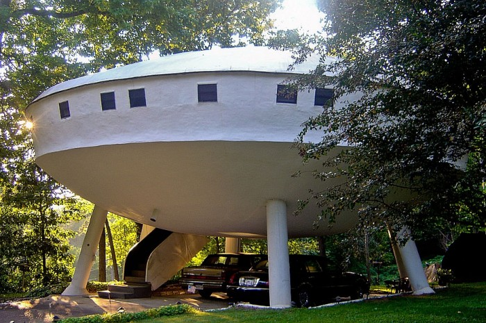 http://projets-architecte-urbanisme.fr/images-archi/ovni-house-maison-insolite-americaine-700x465.jpg