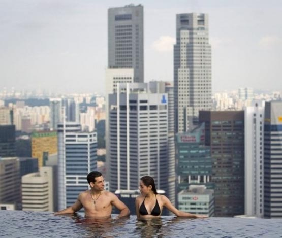 Pr sentation de l 39 h tel le plus luxueux au monde marina for Singapour marina bay sands piscine